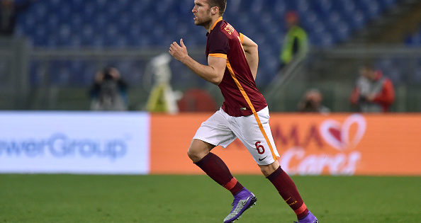 ROME, ITALY - FEBRUARY 21: Kevin Strootman of Roma in action during the Serie A match between AS Roma and US Citta di Palermo at Stadio Olimpico on February 21, 2016 in Rome, Italy.  (Photo by Tullio M. Puglia/Getty Images)